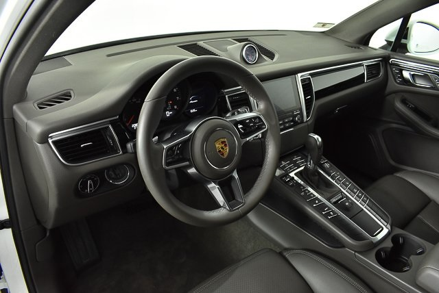 Certified Pre-Owned 2017 Porsche Macan Base
